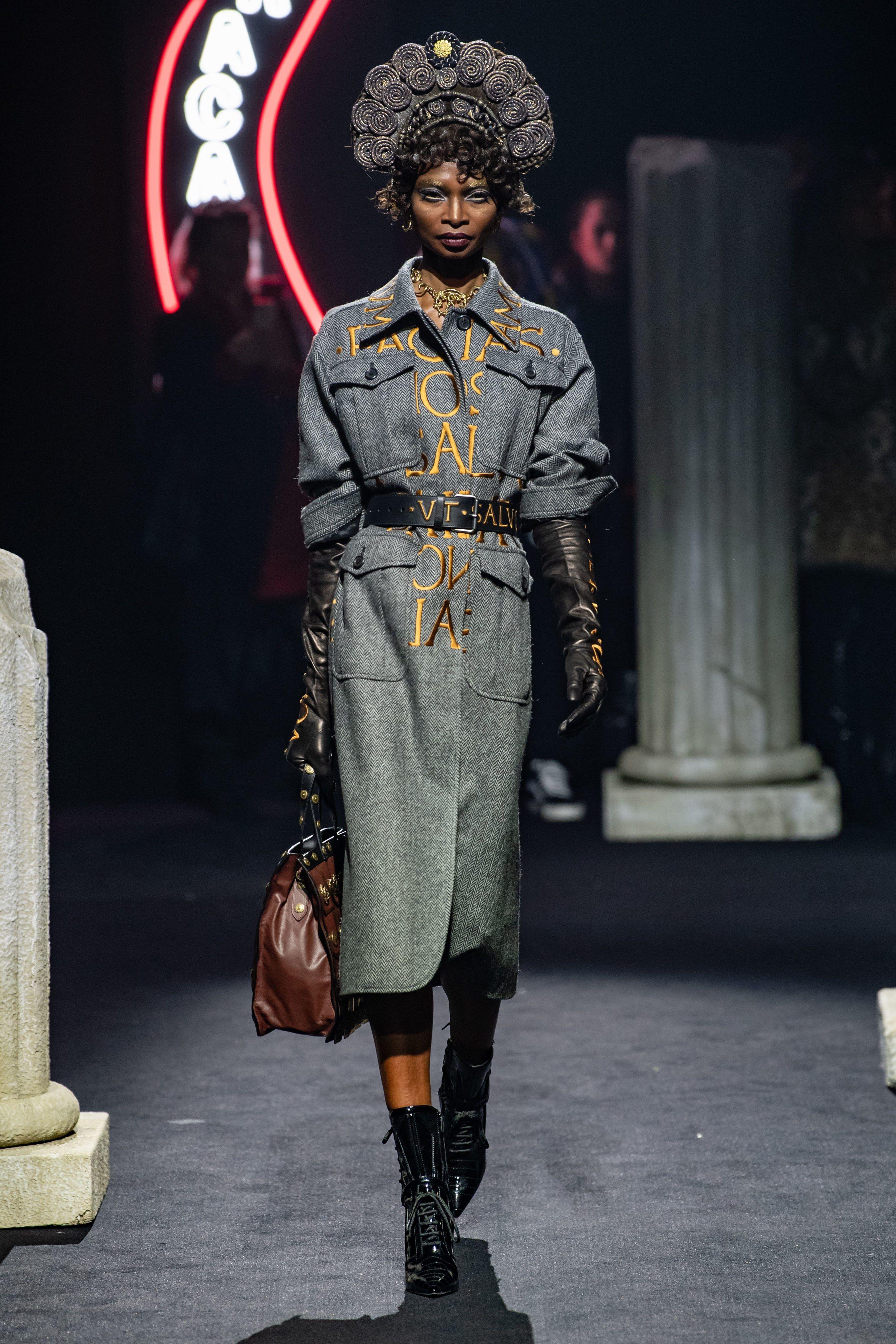 758f59b4dfa69 Moschino Pre-Fall 2019 Collection - Vogue