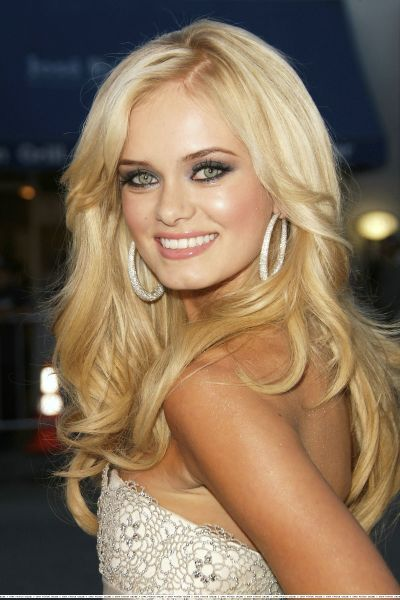 Sara Paxton beautiful