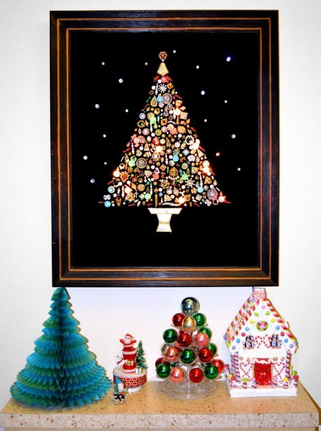 Costume Jewelry Christmas Trees 17 Glittery Glamorous Photos Jewelry Christmas Tree Christmas Tree Pictures Vintage Christmas Decorations