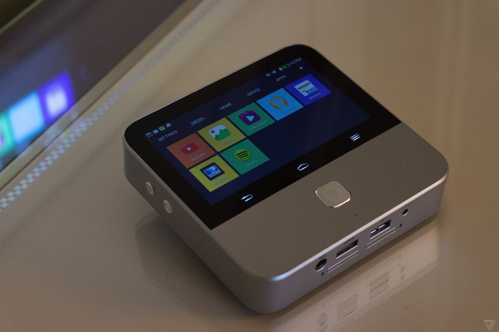 Zte 39 s new mini projector is a mobile hotspot that lets you for Small projector for mobile