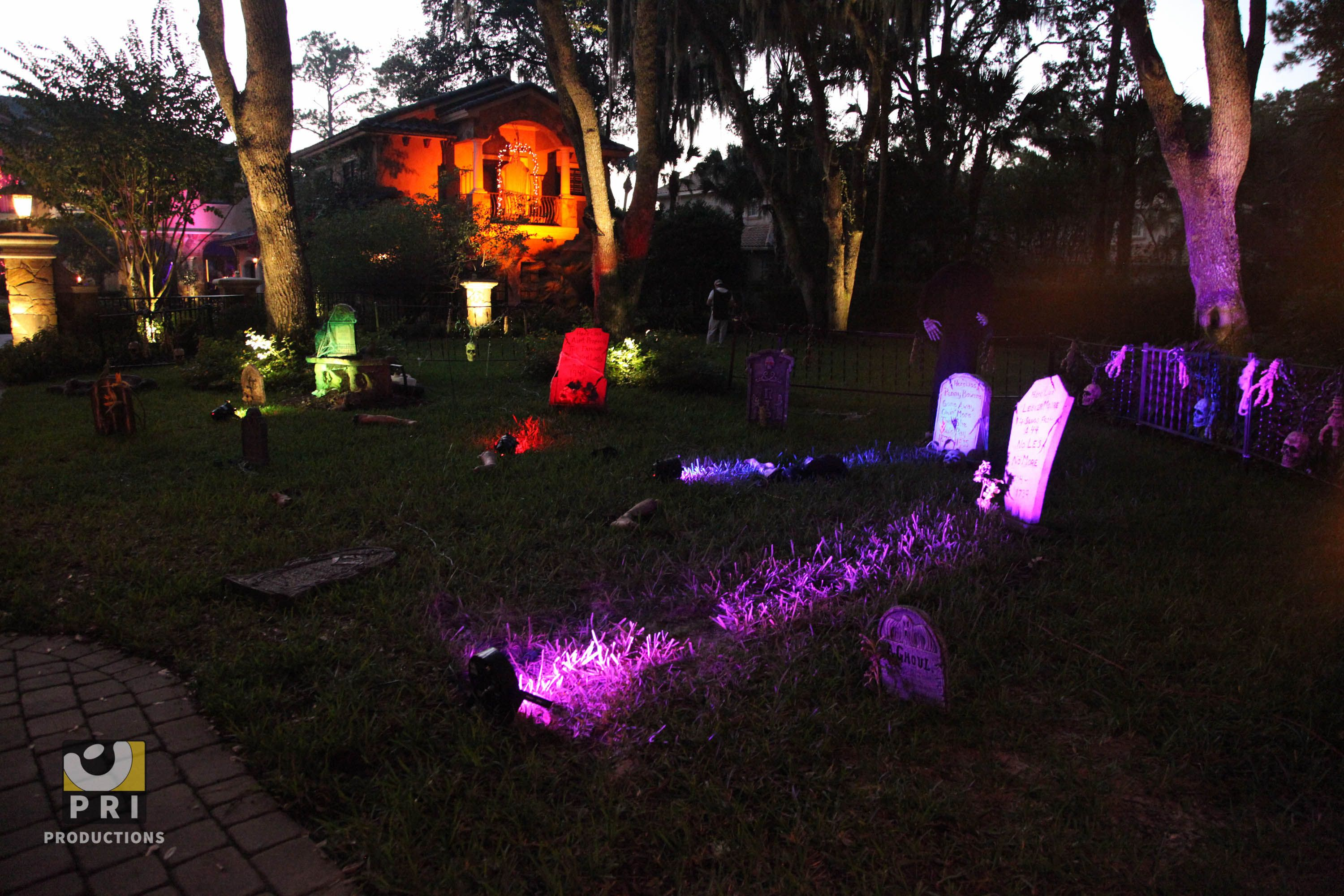 Halloween yard decorations - Tombstone props and dramatic lighting. & Halloween yard decorations - Tombstone props and dramatic lighting ... azcodes.com