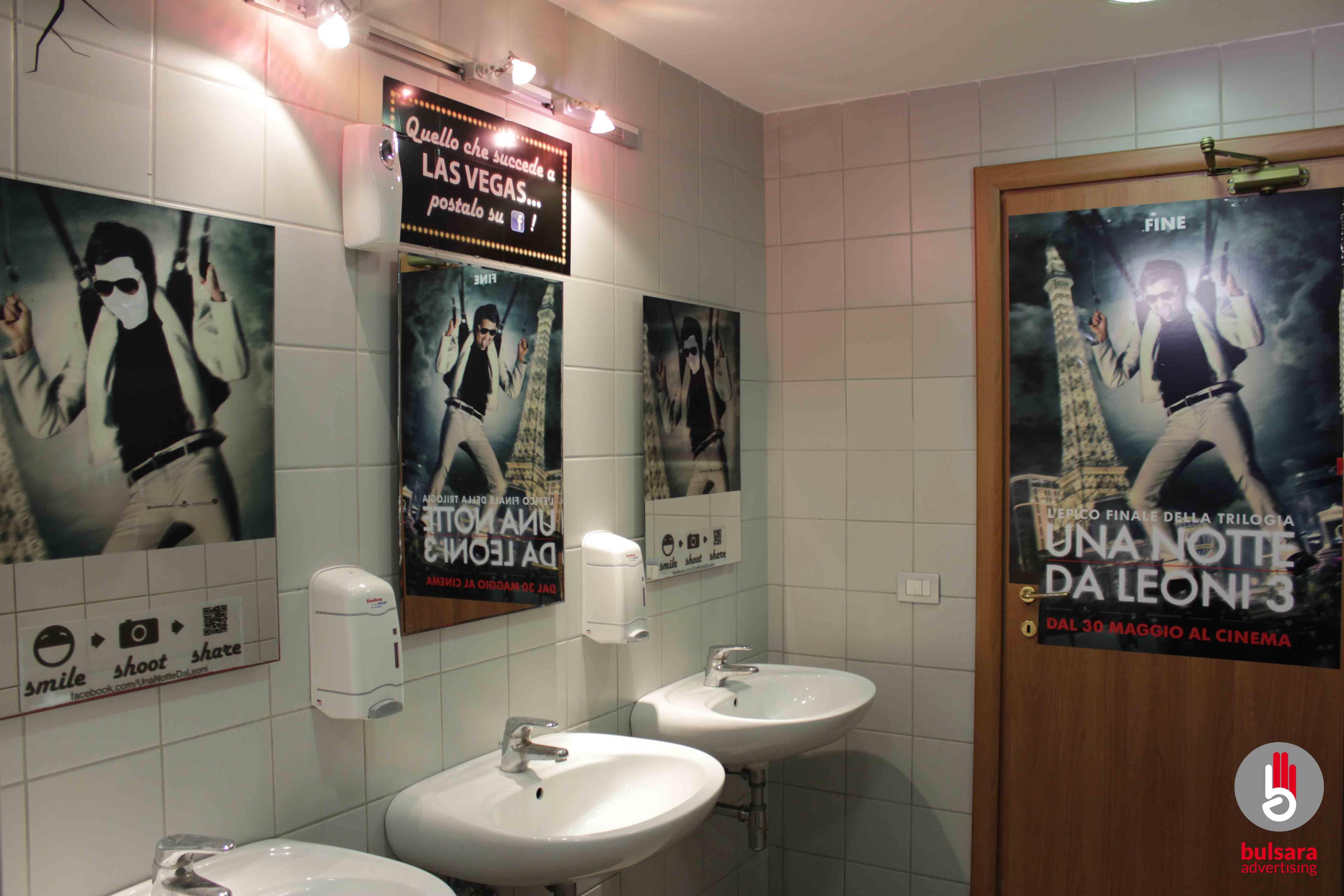 Mirror Door Toilet Advertising Film Con Immagini Las Vegas