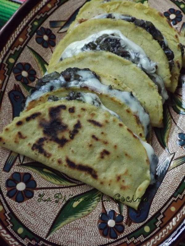 Quesadillas De Huitlacoche Corn Truffle Quesadilllas La Piña En La Cocina Comida Mexicana Comida Recetas De Comidas Faciles