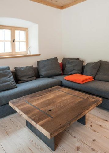 wohnzimmercouch mit tisch aus altholz vom schreiner | test | pinterest - Wohnzimmercouch