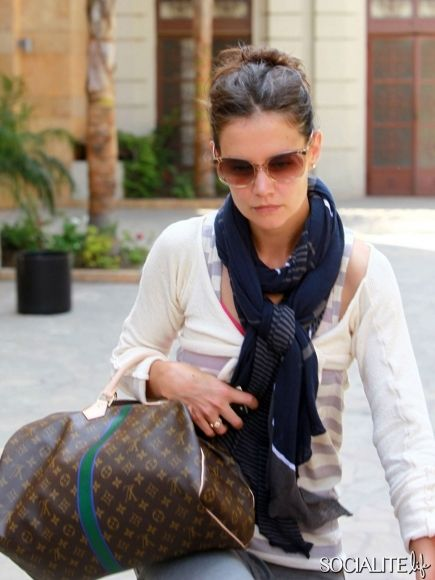 34bafc6ce0424f Katie Holmes Carrying A Louis Vuitton Handbag