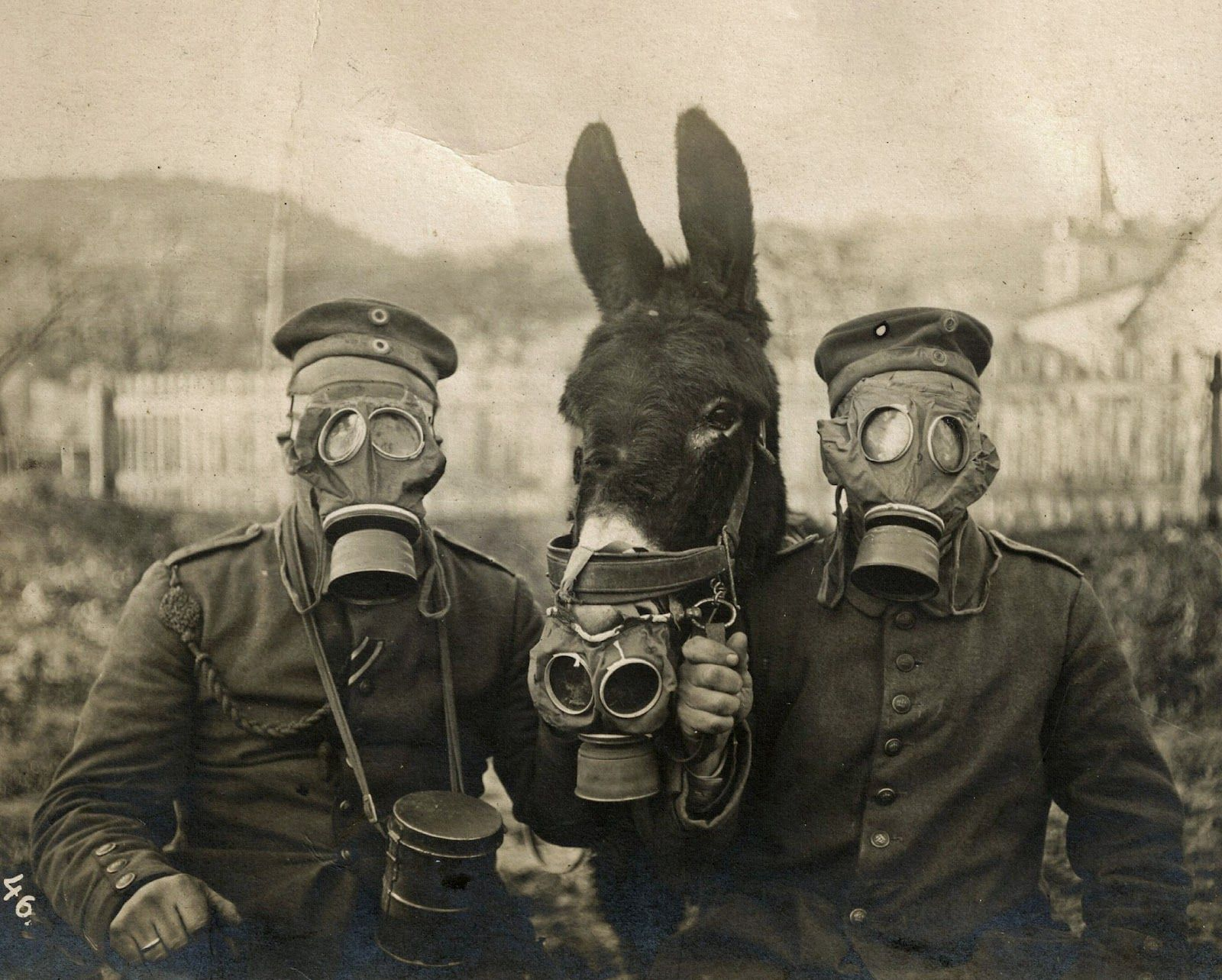 STRANGE ODD SPOOKY FREAKY CREEPY WEIRD Army Soldier Man Gas Mask VINTAGE PHOTO