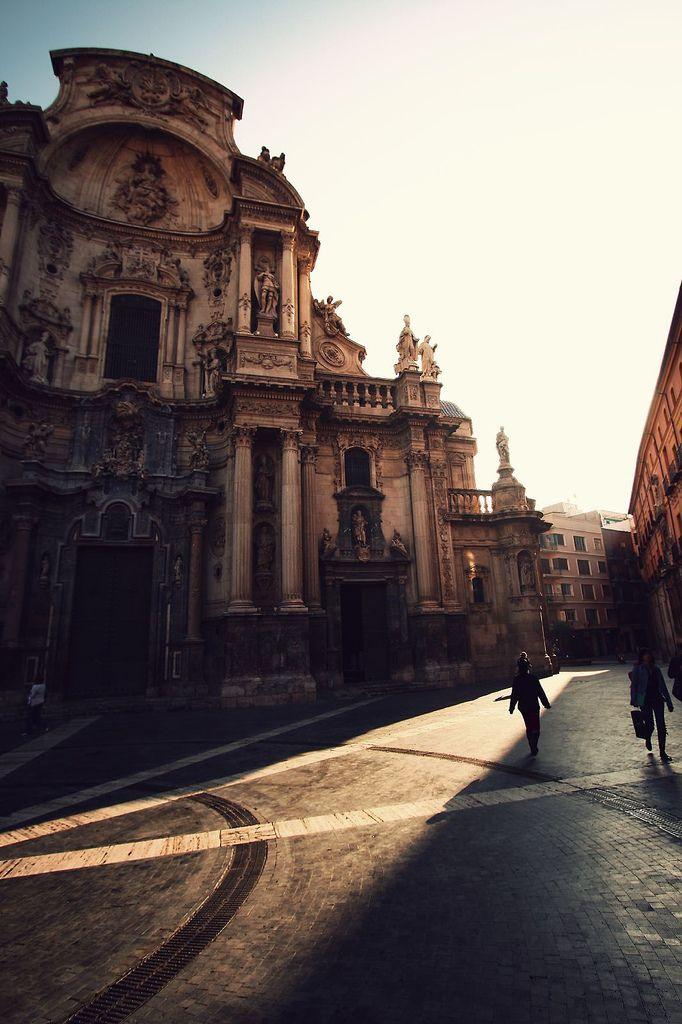 Murcia, Spain.    2. Los detalles arriba de las puertas y ventanas son muy bellas.