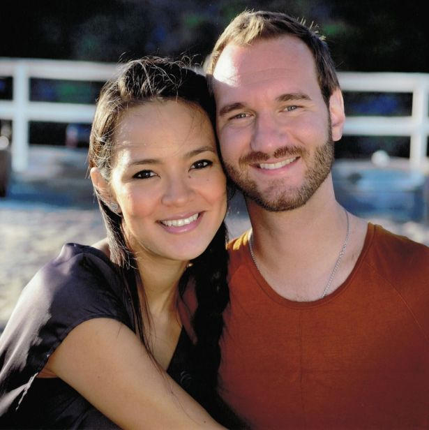 These Photos Of Limbless Nick Vujicic And His Family Will ...
