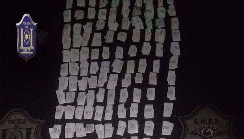 La Policía secuestró 392 dosis de cocaína en Tartagal: En un operativo en el barrio San Antonio fueron detenidos tres jóvenes que tenían en…