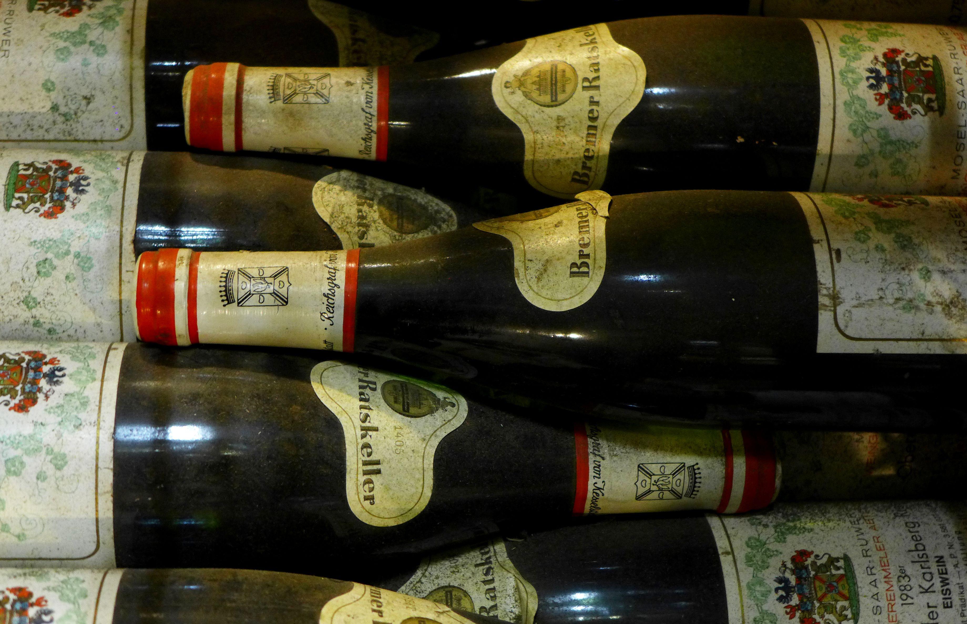 010 / Deutsche Weine im Ratskeller entdecken -   Der Bremer Ratskeller ist eine traditionelle Gaststätte im Keller des Bremer Rathauses. Er steht als Teil des Gebäudekomplexes seit 1973 unter Denkmalschutz. Seit seiner Erbauung im Jahre 1405 werden dort deutsche Weine gelagert und verkauft. Mit seinem über 600-jährigen Bestehen gehört der Bremer Ratskeller zu den ältesten Weinkellern Deutschlands