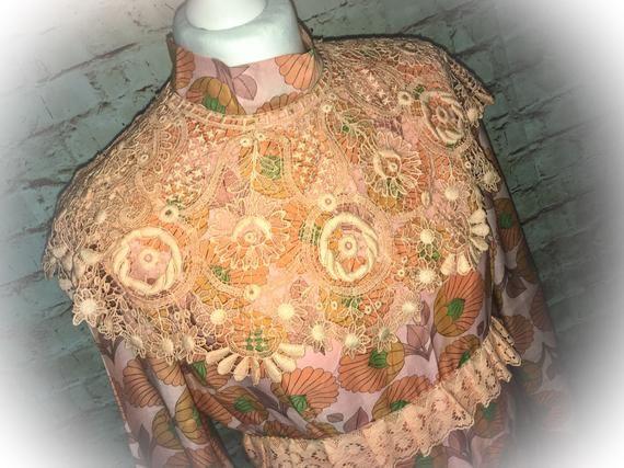 Vintage hippy beach dress, beautiful crochet detail. Flower power. Seventies #crochetbeachdress