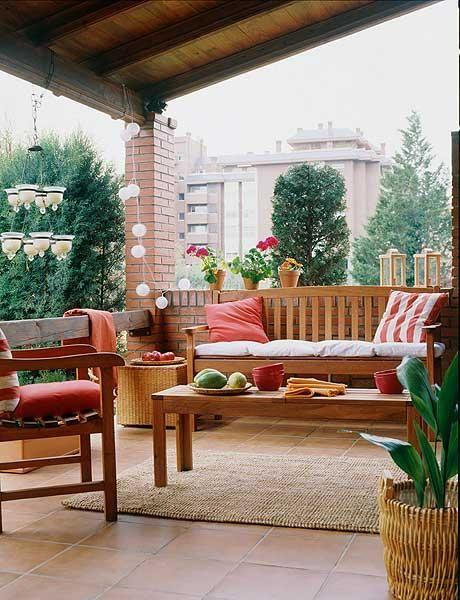 Terraza con vigas en esta terraza la madera es la gran for Muebles de terraza madera