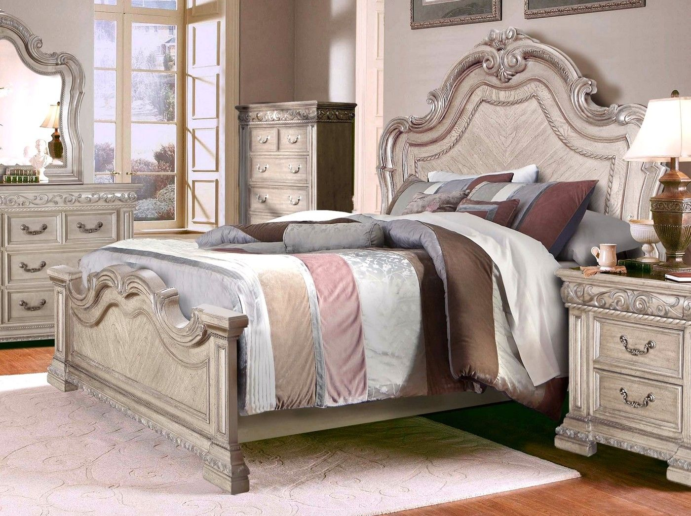 Valentine Antique Style California King Bed W Carved Details In Antique White California King Bedroom Sets King Bedroom Sets Bedroom Set