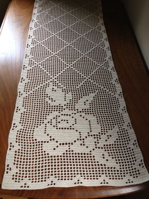 I Had Always Wanted To Try To Make A Table Runner Or Dresser Scarf Using The Filet Crochet Method Crochet Table Runner Pattern Crochet Table Runner Crochet Rug