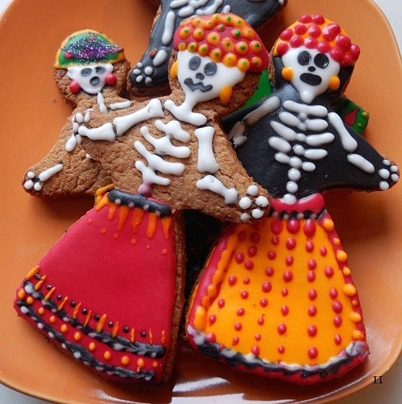 Dia de los Muertos Catrina decorated sugar cookies. Day of the Dead cookie art.