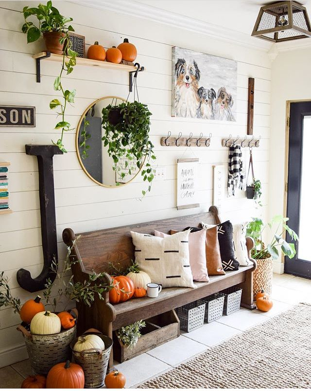 Cozy and fresh entry way with greenery and plenty of