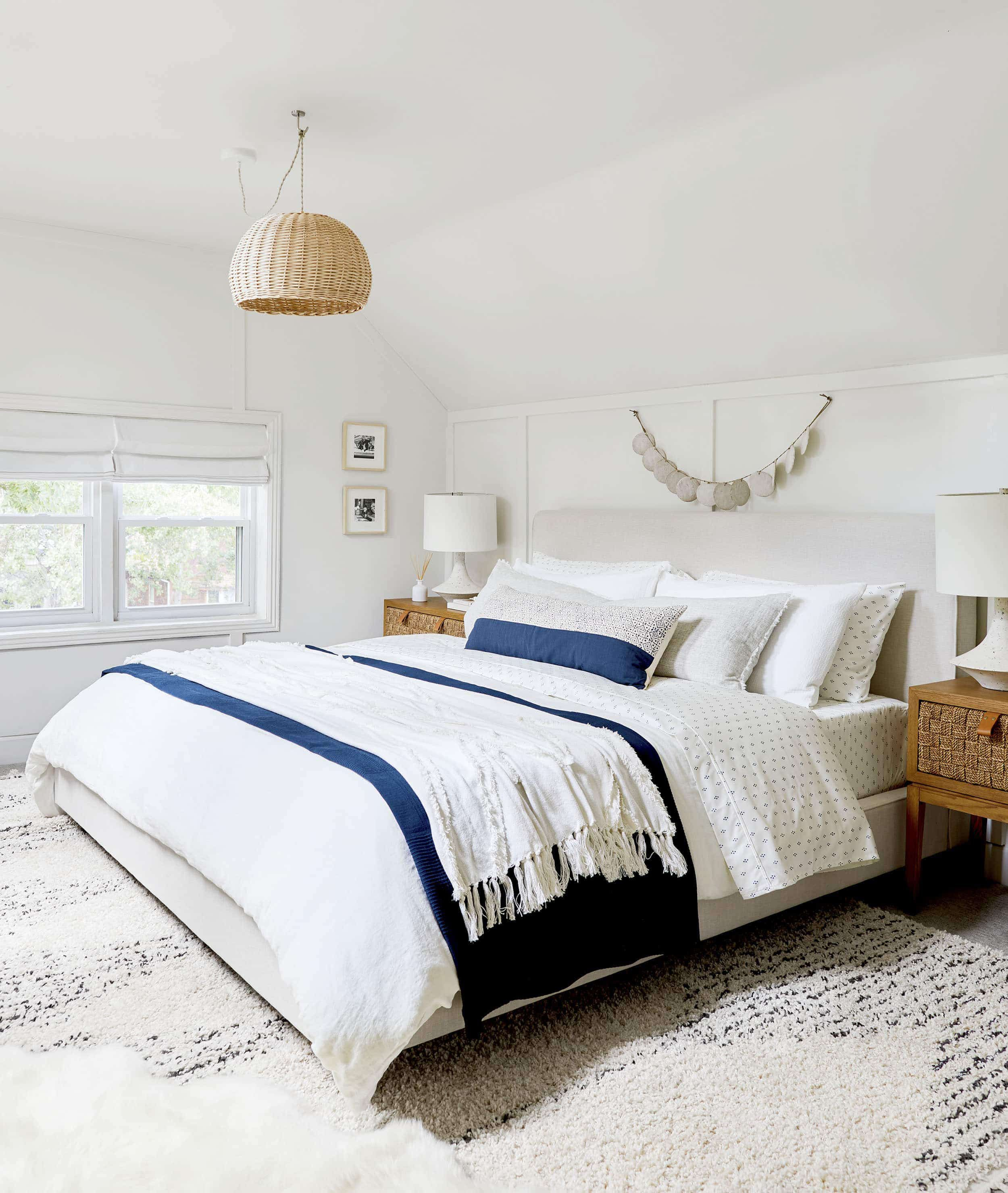The Right Way To Make Your Bed Our 5 Best Formulas Emily Henderson Ways To Make Your Bed Stylish Beds Cozy Master Bedroom My bedroom different ways