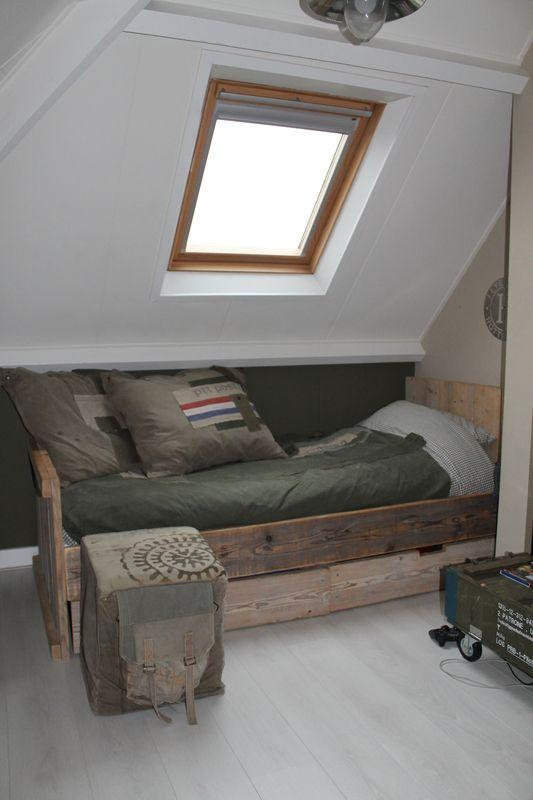 Finn 39 s kamer is de kamer waar zich verschillende sc nes voordoen omtrent de ontknoping van leons - Bed kamer ...