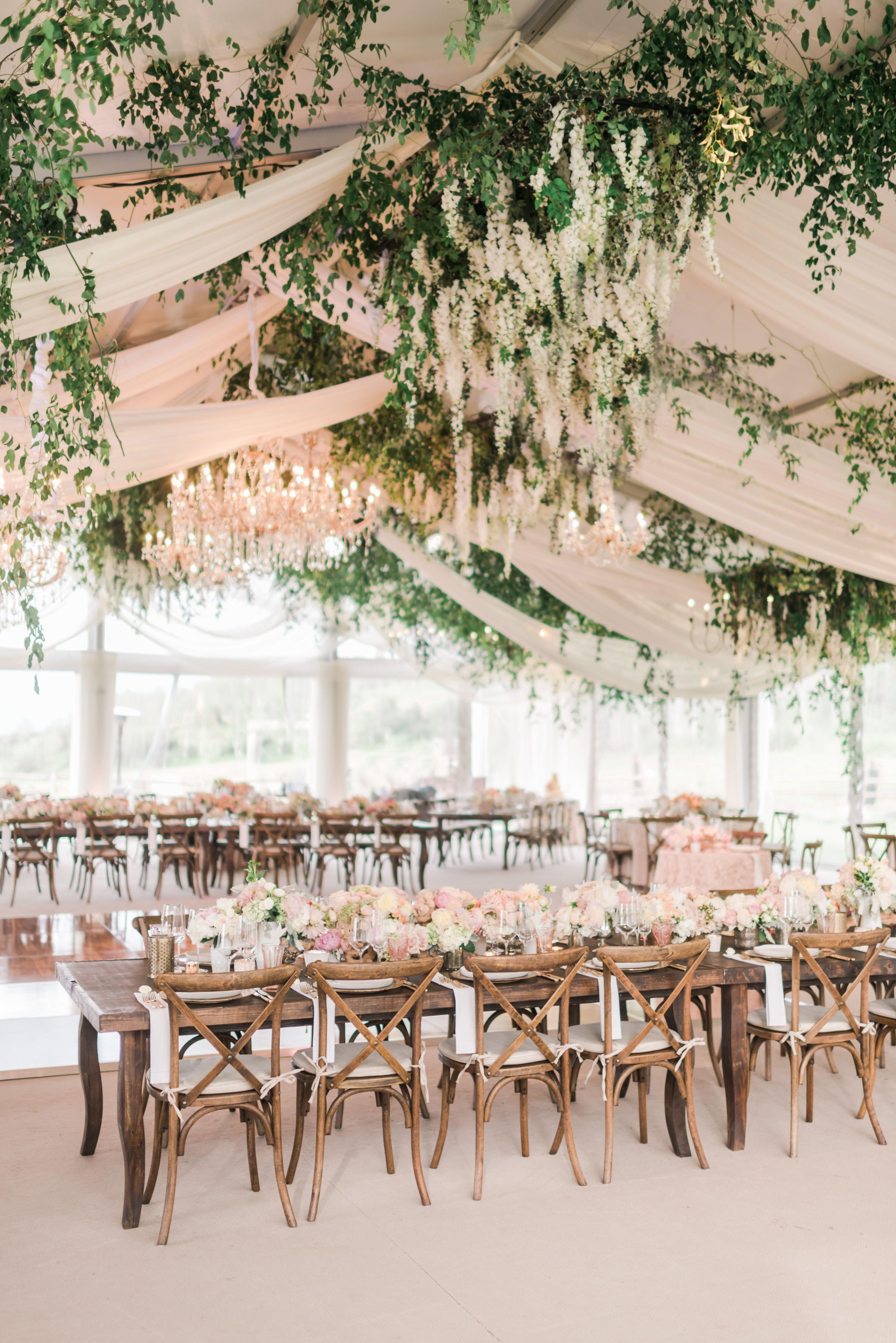 Empfangszelt mit Cascading Flowers, Draping und Crystal Chandeliers   – Wedding