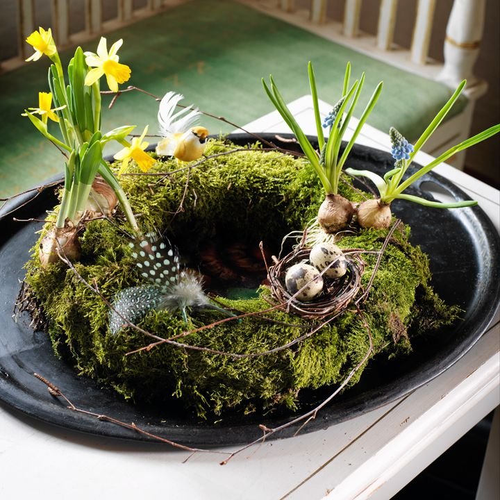 How to make an easter or spring wreath with moss, eggs and flowers