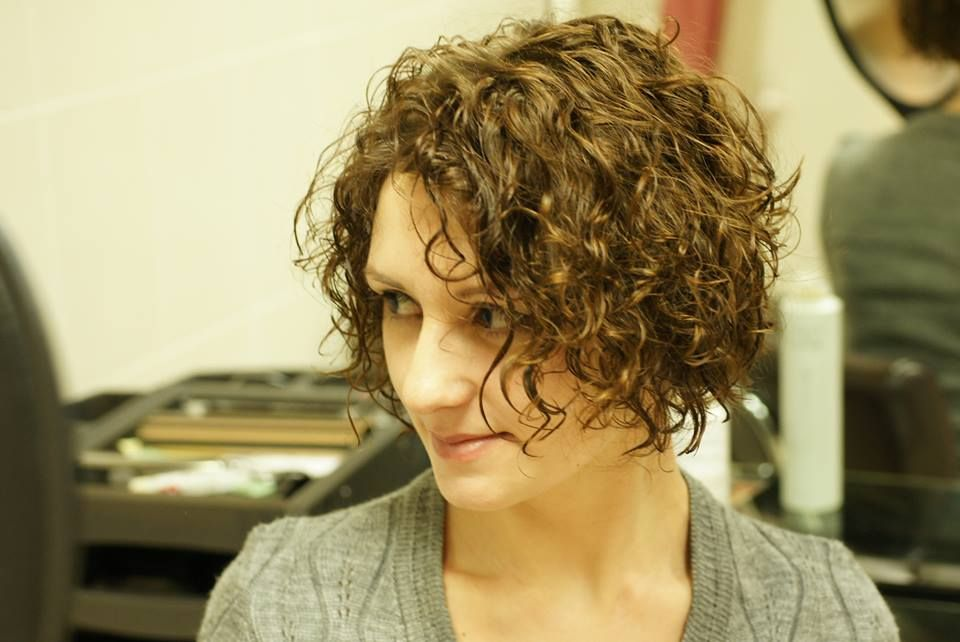 loose curl in this permed bob | Hair styles, Curly hair styles
