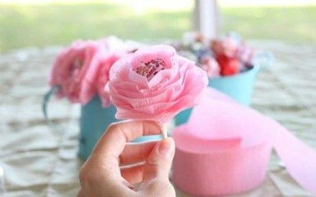 flores de papel crepe con paletas de caramelo papierblumen pinterest geschenke. Black Bedroom Furniture Sets. Home Design Ideas