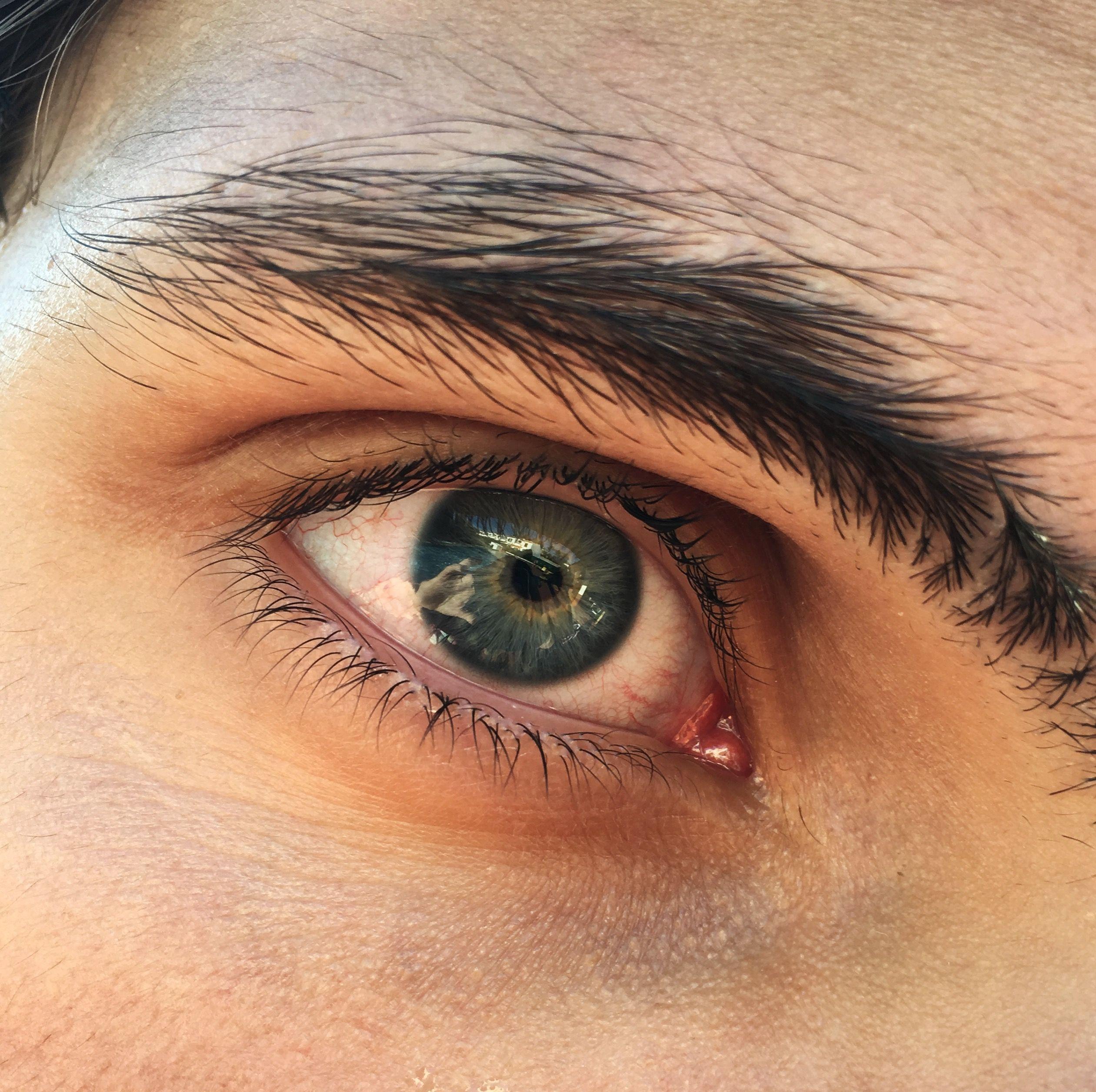 Мужские карие глаза фото