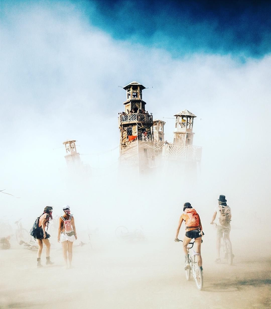 @rslobodan 70,000 people gather for the annual Burning Man arts and music festival in the Black Rock Desert of Nevada. Burning Man Festival is one of the world's biggest and most popular festivals. Since 1986, revelers from far and wide have trekked to the temporarily constructed Black Rock City,