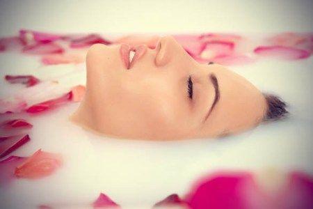 Nước hoa hồng ngoài việc có thể tưới tắn cho da, còn có nhiều tác dụng khác. Như là quân bình độ pH của da, giúp da khôi phục lại trạng thái yếu tính axit. Viber/Zalo: 0938 377 990