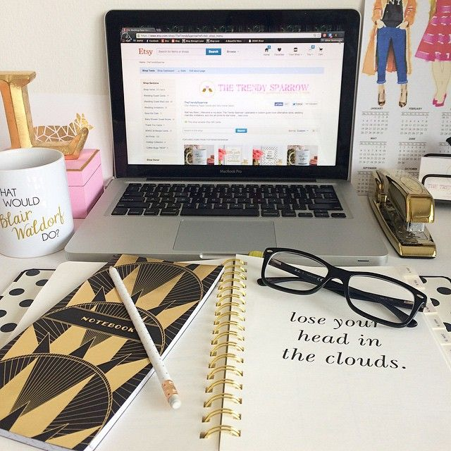 thebetterspace:  Perfect blogger's desk always has coffee and macaronis on it.Owner: Lindzi Shanks, Blogger.