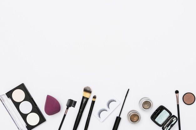 Diferentes cosméticos de maquillaje y pi... | Free Photo #Freepik #freephoto #fondo #belleza #cepillo #lujo