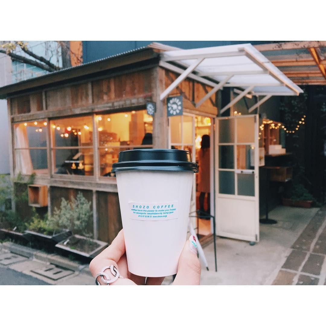 """11 Likes, 1 Comments - Mari (@__mari__07) on Instagram: """"* * 📍SHOZO COFFEE * ブルーボトルのとなりにあるけど、 人がひっきりなしに訪れてて ファンが多いお店なんだな〜と思った✨ スコーンも美味しいみたいだから、 今度は食べてみる☺︎ *…"""""""