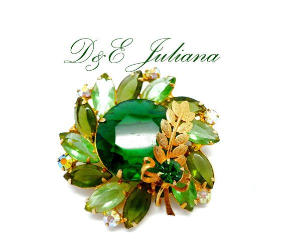 Vintage Juliana Style Pin Brooch Molded Rinestones Cabochon and Rhinestones on Gold Tone Metal