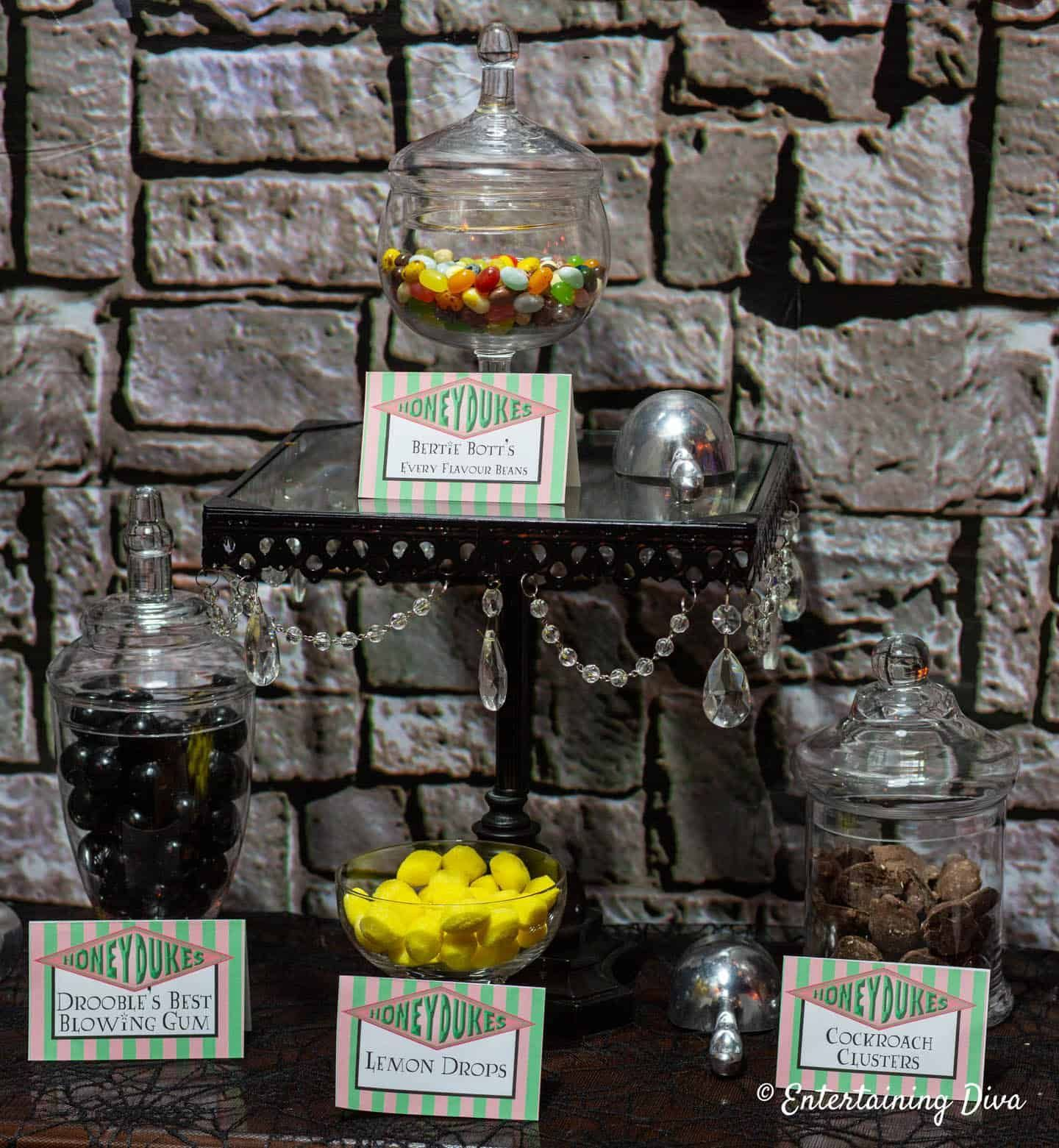 These Harry Potter party ideas. I love this Honeydukes candy bar with printable signs. #entertainingdiva #harrypotter #harrypotterparty #halloween #birthdayparty #partyideas #diyparties