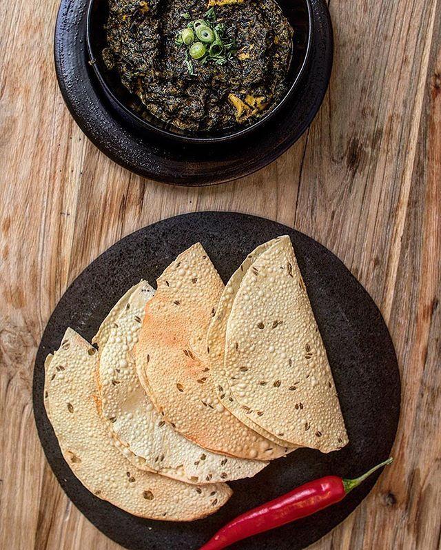 Palak Paneer - er fyldig og velsmagende indisk hytteost i terninger, der serves med en sauce af spinat, fløde og karry.  Det er en anderledes og stærk ret på BHUKHA's menukort som skal prøves.  Ring og Bestil på tlf: 39 20 16 07  @bhukha_takeaway  #bhukha #Autentisk #indisk #mad  #københavn #østerbro #ByensBedste #indianfood #tasty #spicy #chili #delicious #tastyfood #food #bhukha #indian  #indianspices #indianspecialties #indianspeciality #denmark #copenhagen #BhukhaTakeAway #foodporn…