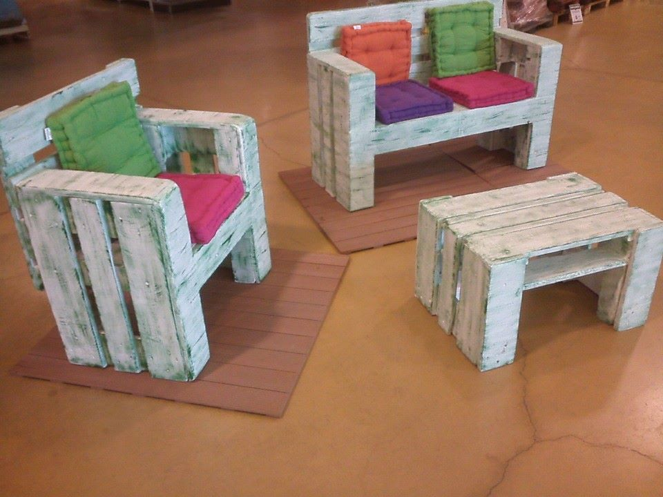 DIY Pallet Furniture Set For Kids