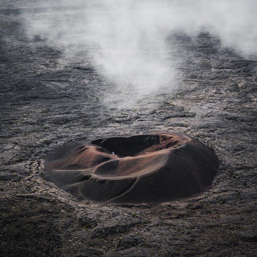 Pretty Unreal Landscape Inside The Caldera Of Piton De La Fournaise This Is One Of The Craters That Can Be Found Inside The Caldera Along With Stromboli And E Di 2020