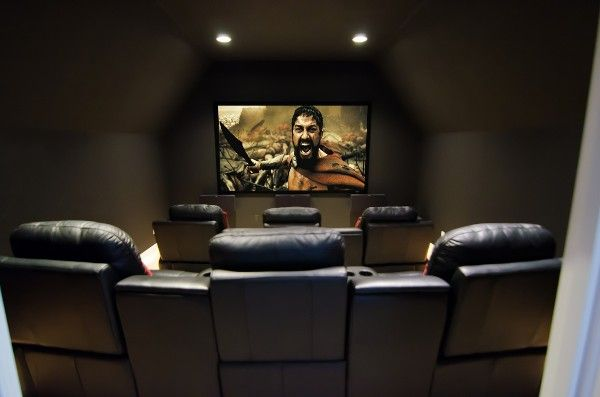 Una habitaci n peque a tambi n puede convertirse en un - Sala de cine en casa ...