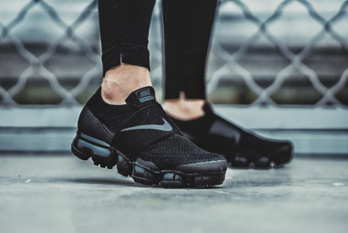 a704e3d17c02d nike-air-vapormax-strap-on-feet