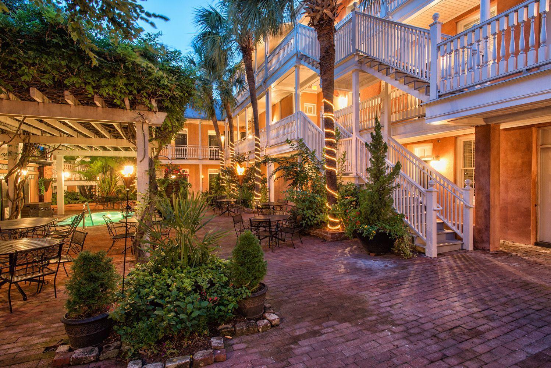 Charleston South Carolina The Elliott House Inn Courtyard Bed