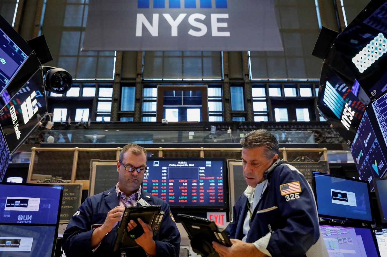 Stock Market Today Financials Lift Wall Street But Rate Worry Caps Gains Stock Market Wall Street Stock Exchange