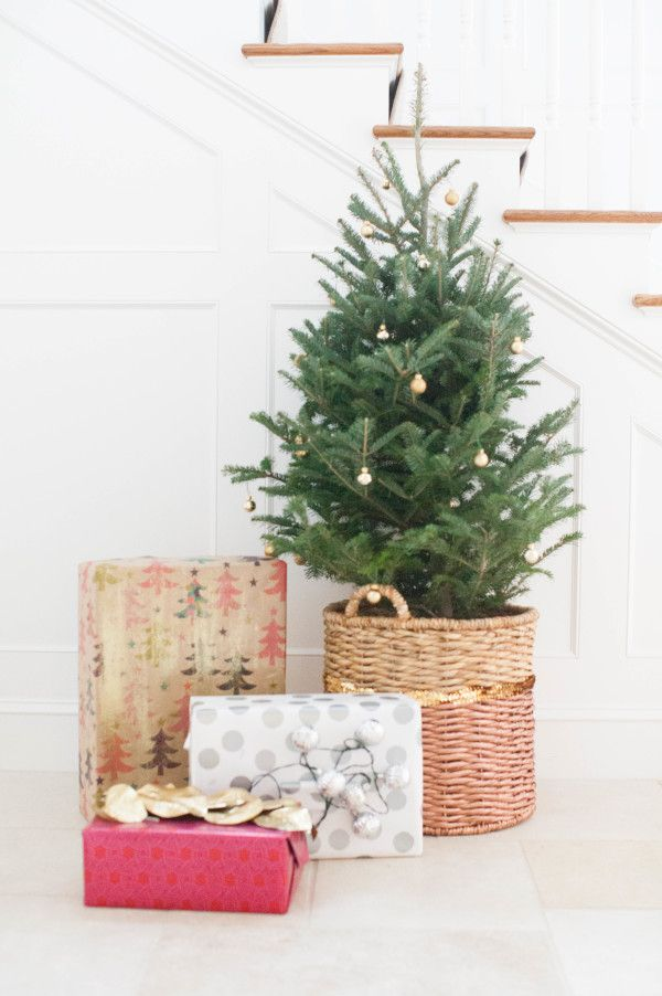 Diy christmas tree basket i may do this with our fake tree this year diy christmas tree basket solutioingenieria Gallery