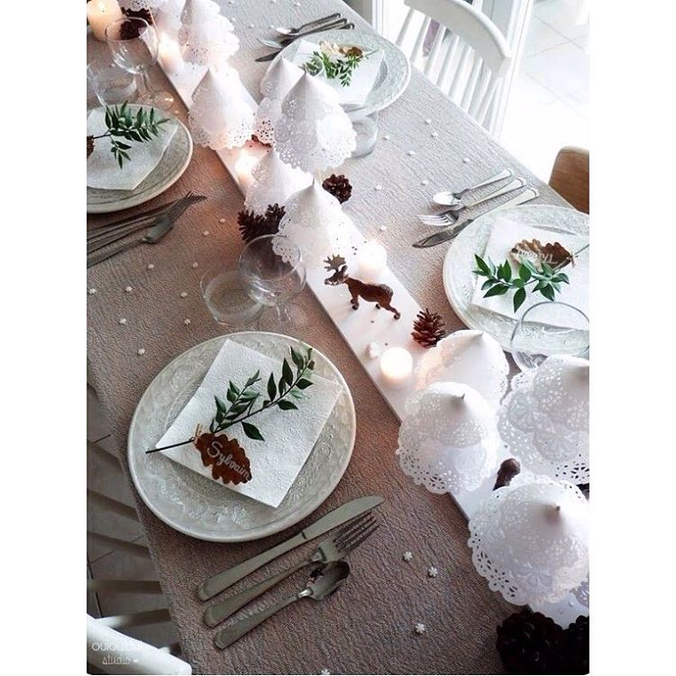 «For those who like to incorporate a little craft on their table.... How gorgeous are these little doilie trees... Pic credit @ouiouiouistudio  #christmas…»