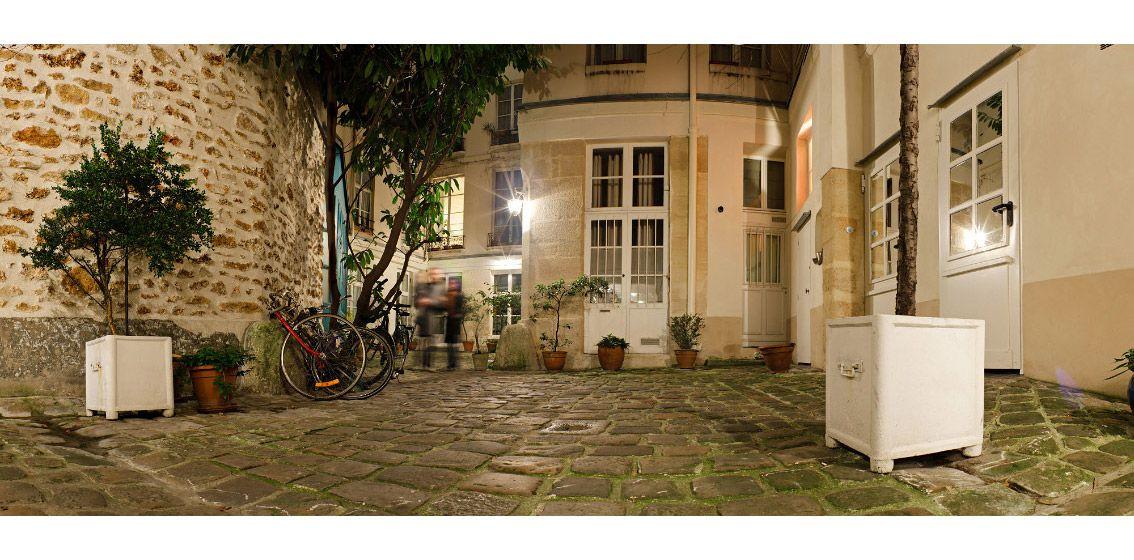 Cour int rieure d 39 un immeuble parisien cour pinterest for Couvrir une cour interieure