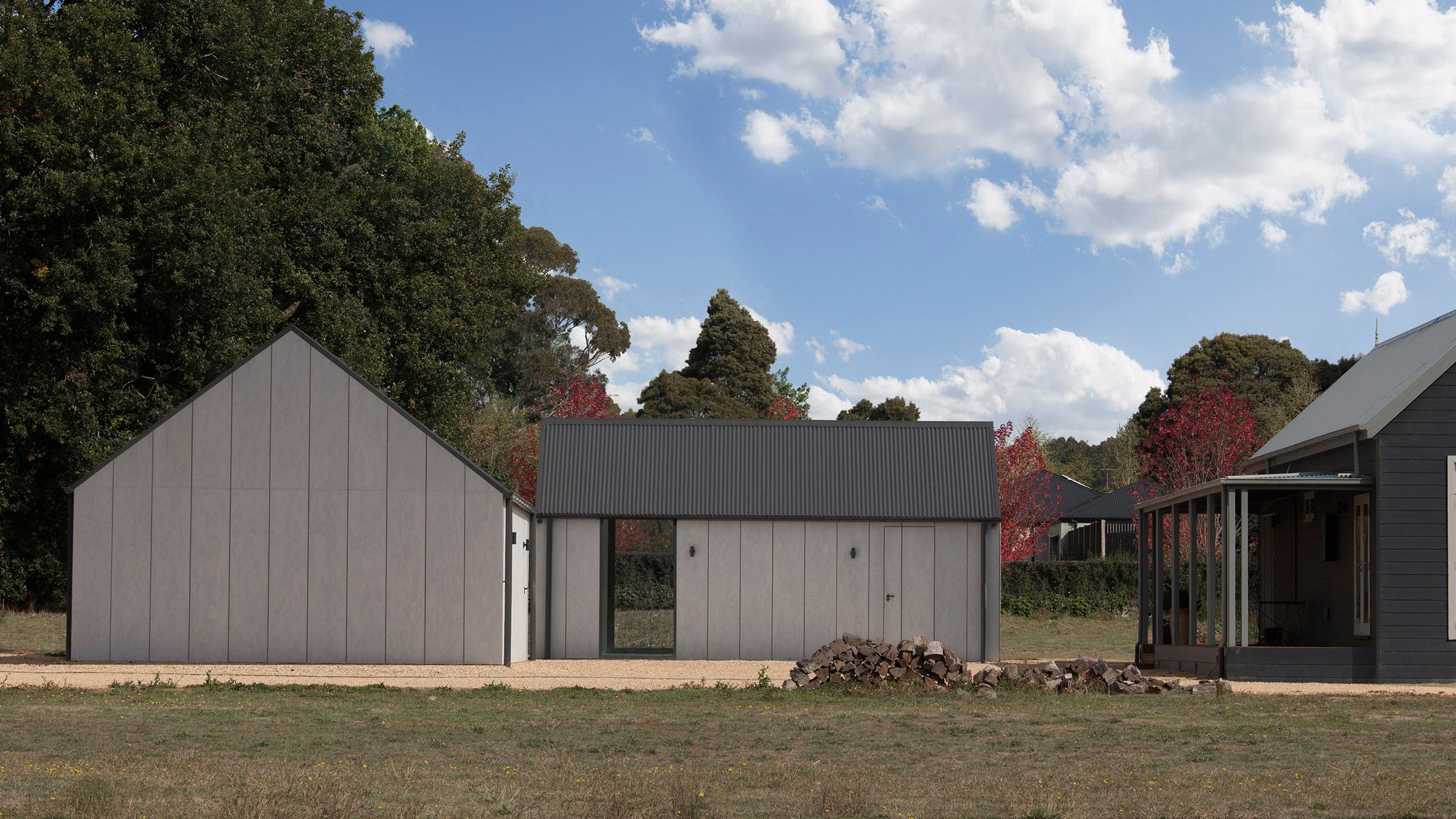 Adam Kane Has Added A Garage And Painting Studio To A House In Australia Which Features Pitched Corrugated Architecture House Australian Homes Australia House