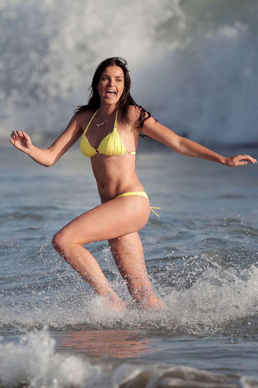 photos-william-bikini-model-from-the-bachelor