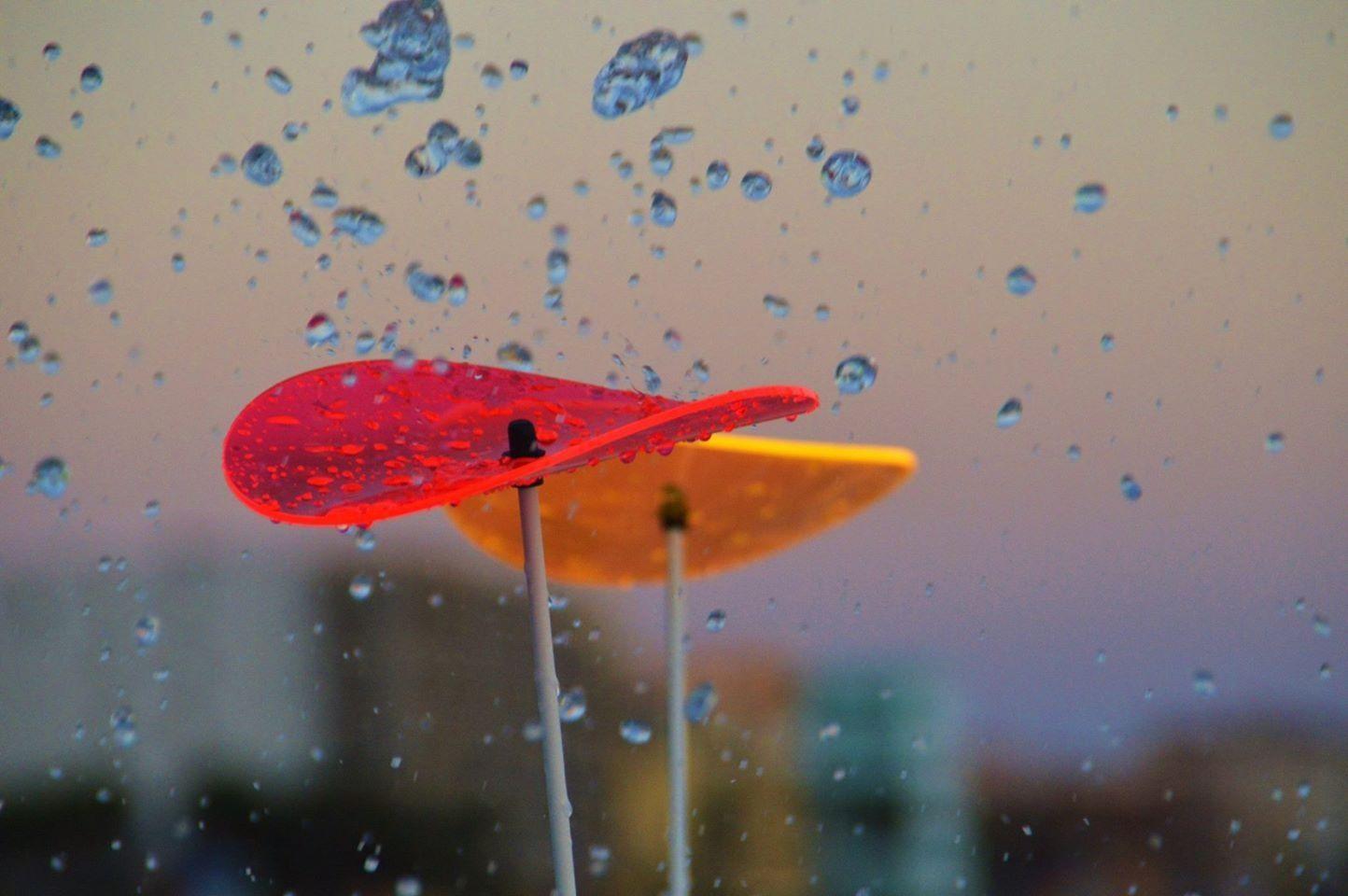Was sind Sonnenfänger ??? Sonnenfänger bestehen aus fluoreszierendem Acrylglas welches unser UV Licht in sichtbares Licht umwandelt. Die Sonnenfänger leuchten besonders schön bei schlechtem und trüben Wetter und in der Abend und Morgendämmerung. Sie sind Lichtecht und behalten Ihre Leuchtkraft für viele Jahre.  www.shideko.de
