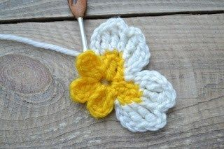 Häkelblumenmuster Tag 2 - Primel #irishcrochetflowers
