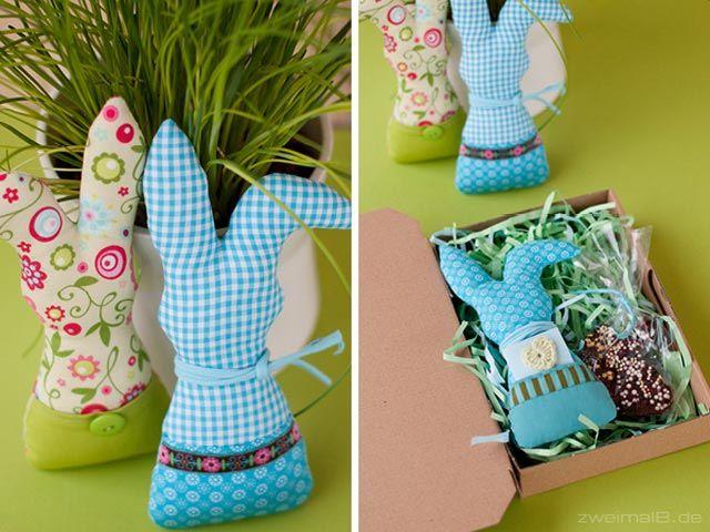 zweimalb stoffhasen mit ostergr en und schokoladen hasenpost nach dem tutorial von www. Black Bedroom Furniture Sets. Home Design Ideas