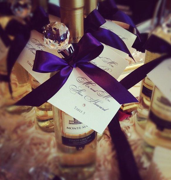 Wedding favors mini wine bottles with stopper and seating for Mini wine bottle wedding favors